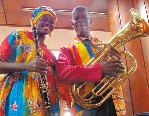 La influencia musical y el colorido de las prendas de la comunidad afrodescendiente