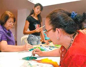 A través de manifestaciones artísticas y culturales, muchas familias intentan aliviar el dolor