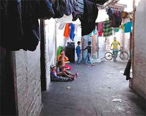 Leandro Queregama, líder de la comunidad, dice que los niños son una gran preocupación