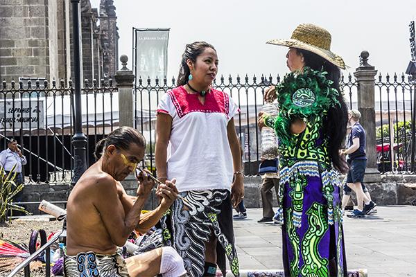 El maquillaje complementa el significado que los 'Danzantes' quieren darle a los rituales.